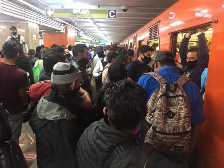 Reabren línea 3 del Metro y se pierde la sana distancia. Noticias en tiempo real
