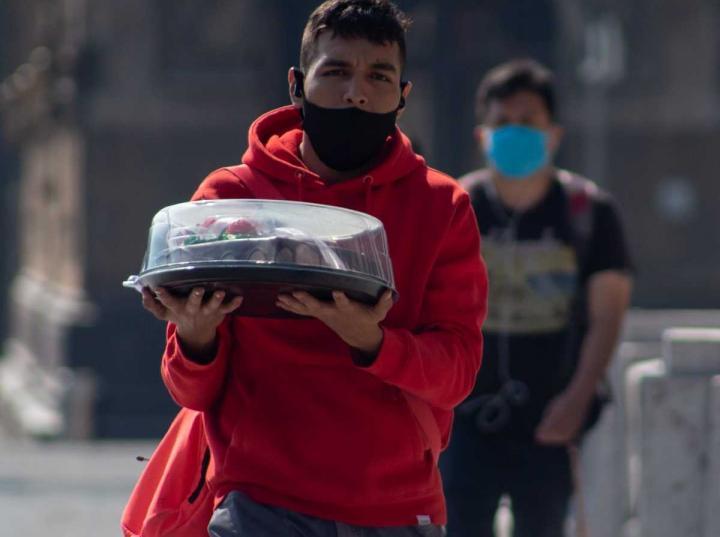 Según datos del Instituto Mexicano del Seguro Social (IMSS), durante mayo se perdieron 344 mil 526 empleos formales, que sumados con los despidos de marzo y abril, la cifra supera el millón de empleos perdidos.