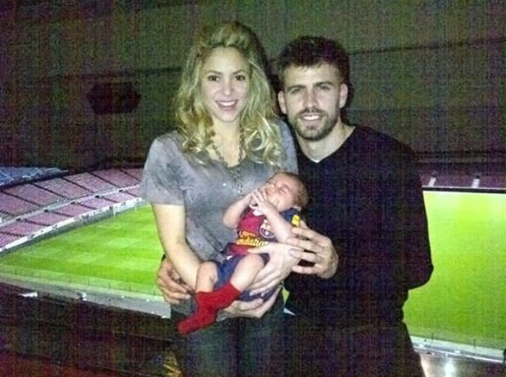 Piqué 'presume' la primera foto familiar