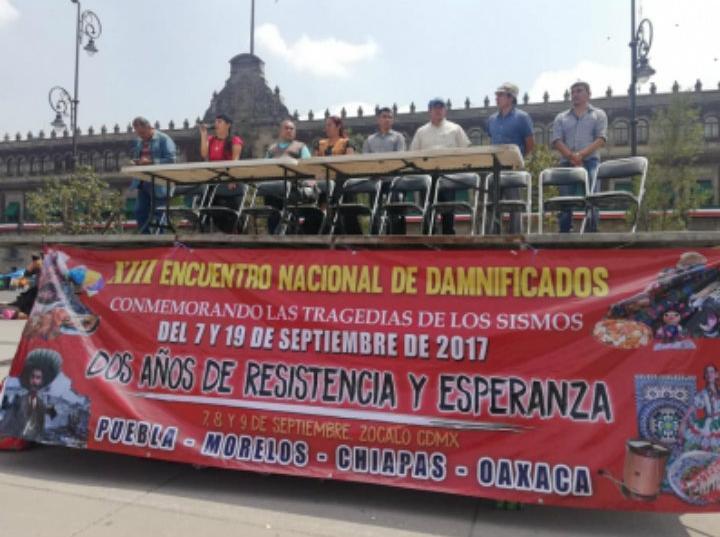 Damnificados de los sismos de 2017 inician plantón en el Zócalo · FOTO: NOTIMEX